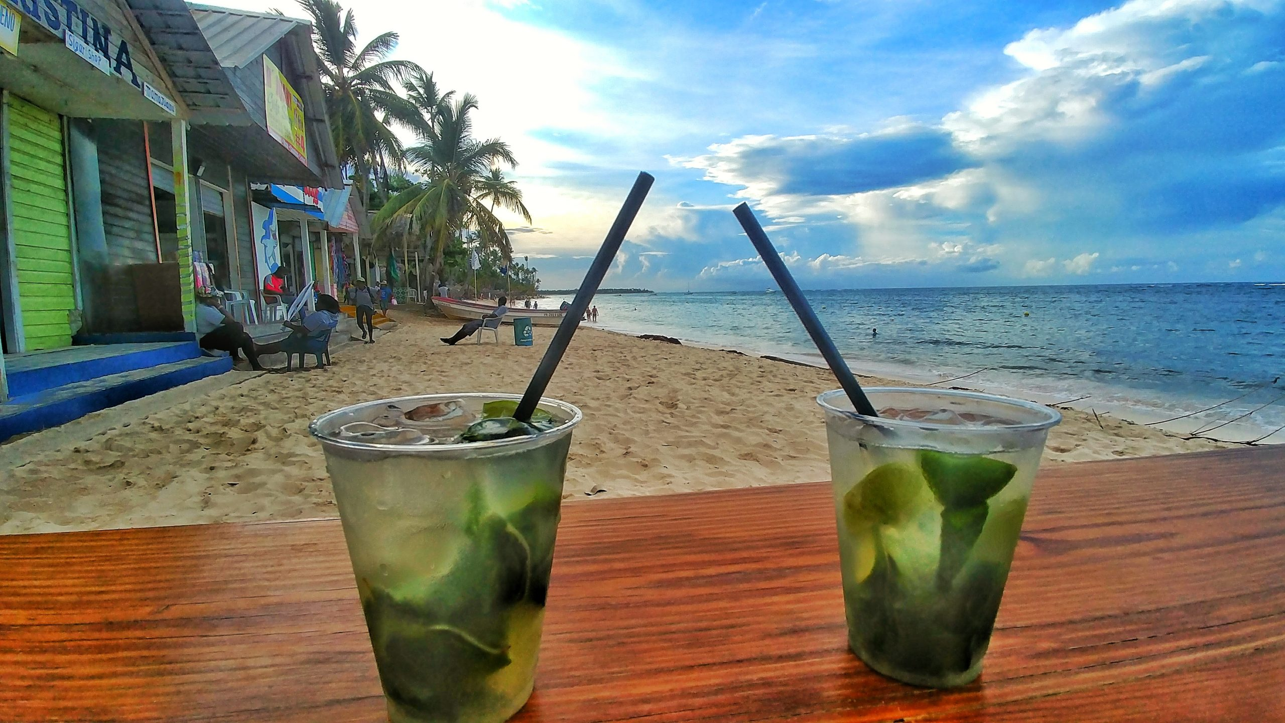2 mojitos on a table at the beach